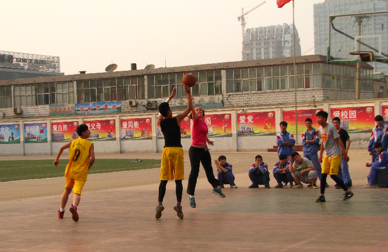 Chinese students like basketball and so do I!