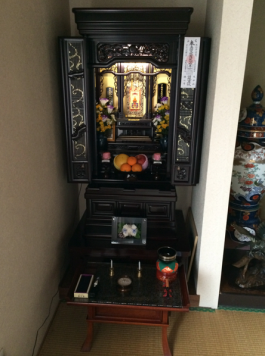 Buddhist shrine, passed down from Sakae's grandfather